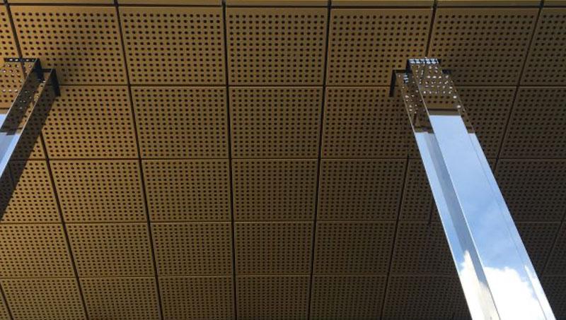 Voorbeeld van machinaal hoogglans gepolijste zuilen.
