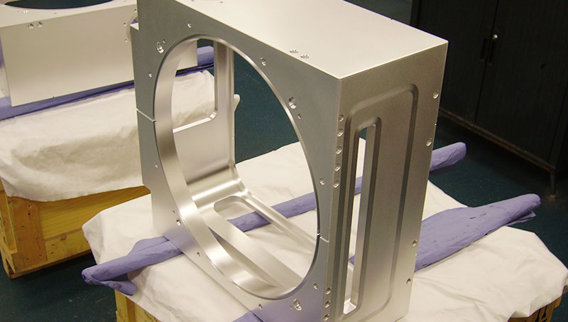 Aluminium kamer O-ringen. Een proceskamer ten behoeve van de semiconductor industrie, die uit een massief blok is gefreesd door onze klant.